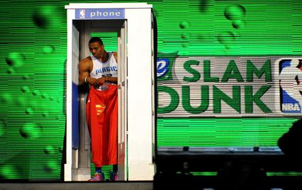 Dwight Howard wears superman cloak at Sprite Slam Dunk contest