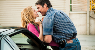 Dennis Quaid and Heather Graham kissing on a car