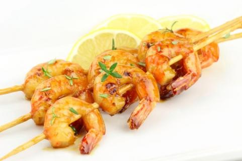Shrimp on skewer with lemon