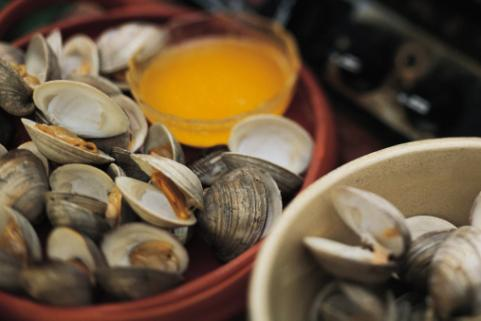 Steamed clams with butter