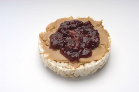brown rice cake with peanut butter and jelly
