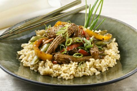 stir fry on bed of brown rice
