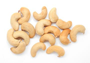One serving of cashews