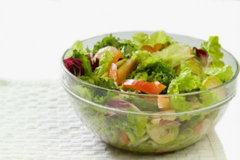 tossed salad in bowl
