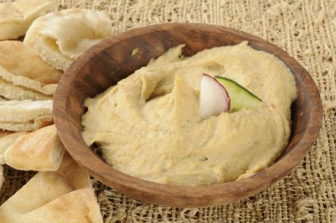 homemade garlic hummus