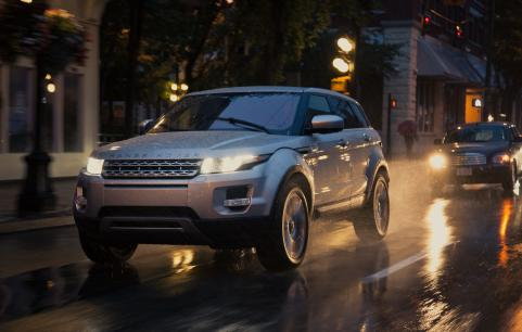 2012 Range Rover Evoque Driving in the Rain