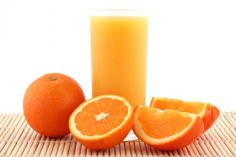 glass of orange juice with orange slices