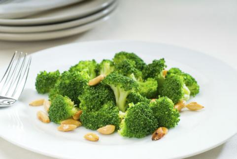 sauteed broccoli with almonds