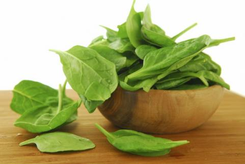 spinach leaves in wood bowl