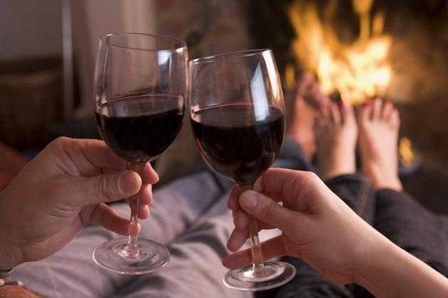 couple drinking red wine - benefits of red wine