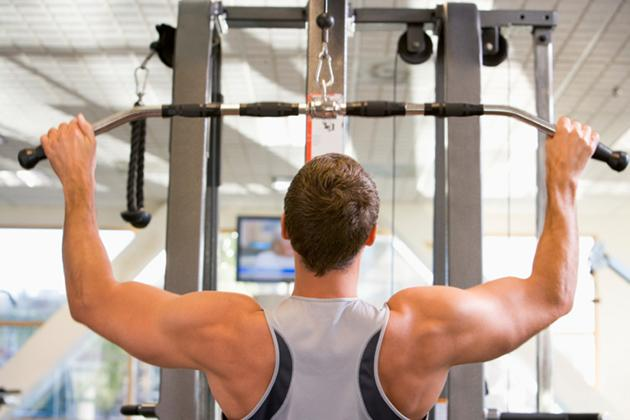 man doing lat pulldown