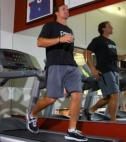 Drew Brees practices backwards running on treadmill
