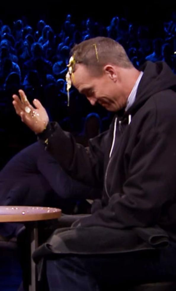 """Peyton Manning plays """"egg Russian roulette"""" on 'The Tonight Show'"""